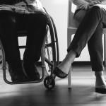Jambes en fauteuil et jambes valides